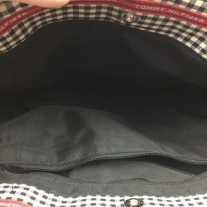 Tommy Hilfiger Bags - Tommy Hilfiger Tote